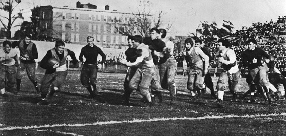 Paul Veeder carries the ball for Yale 1905