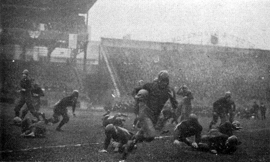 1918 Pittsburgh-Georgia Tech football game, Pitt's Tom Davies with the ball