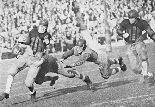 Alabama halfback Johnny Mack Brown carrying against Washington in the 1926 Rose Bowl