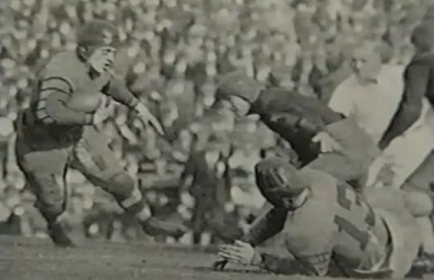 Washington halfback George Wilson carrying against Alabama in the 1926 Rose Bowl
