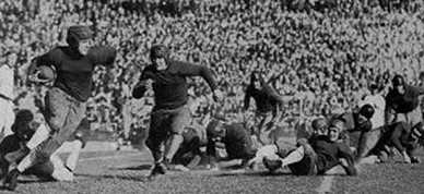 Georgia Tech halfback Warner Mizell carrying the ball in the 1929 Rose Bowl