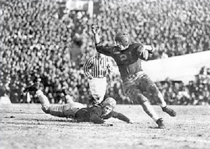 Pittsburgh fullback Frank Patrick escaping a Washington tackler in the 1937 Rose Bowl