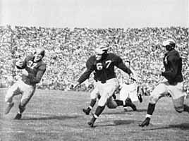 1943 Notre Dame - Michigan football game, Creighton Miller carrying the ball for Notre Dame