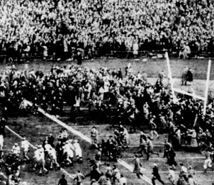 1946 Army-Navy game, fans on field at end