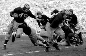 Michigan halfback Bob Chappuis carrying the ball in the 1948 Rose Bowl