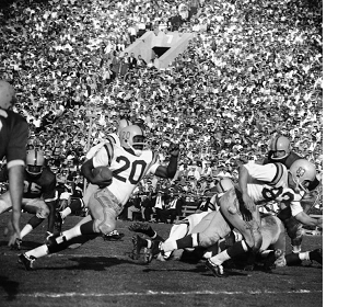 Oregon advancing the ball in the 1958 Rose Bowl