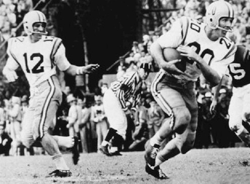 LSU halfback Billy Cannon carrying the ball in the 1959 Sugar Bowl