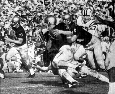 Washington advancing the ball against Minnesota in the 1961 Rose Bowl