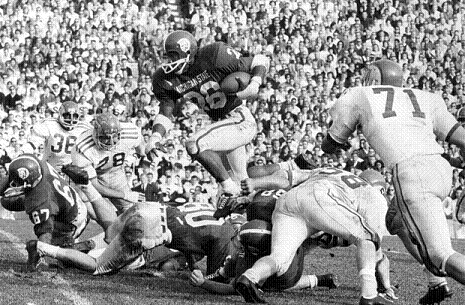 Michigan State running back Clint Jones carrying against Ohio State in 1965