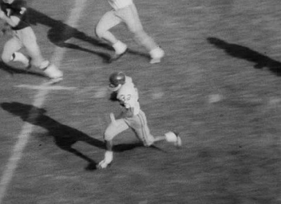 Southern Cal running back O. J. Simpson running the ball against Notre Dame in 1967