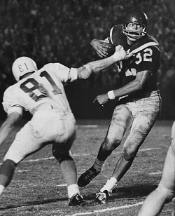 Southern Cal running back O. J. Simpson carrying the ball against Texas in 1967