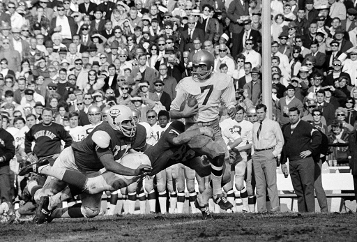 Notre Dame quarterback Joe Theismann carrying against Texas in the 1970 Cotton Bowl
