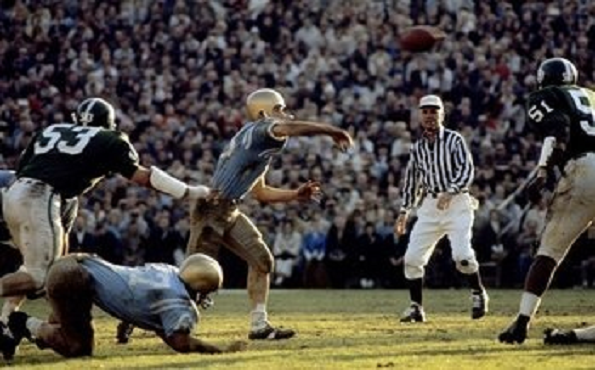 1966 Rose Bowl, UCLA quarterback Gary Beban throwing the ball against Michigan State